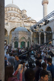Istanbul Iftar at Yeni Cami 2698.jpg