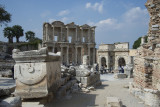 Ephesus Celsus Library from far October 2015 2836.jpg