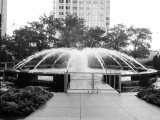 Fountain, Aon Center, Black and White