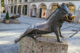 Sitting wild boar by sculptor Martin Mayer, Porcellino, Munich, Bavaria, Germany