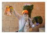 Jaisalmer - le vendeur de plumes de paon