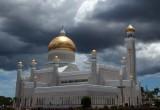 Omar Ali Saifuddien Mosque (front)