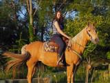 Mia à cheval / Chez nous