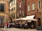 una piccola piazza a Lucca