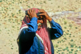 Moustachu Bedouin, Adjustint His Keffiyeh