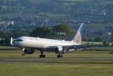 United Boeing 757-224 lands at Glasgow