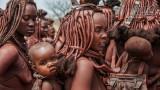 Mensen - Namibië - Omangete - Himba vrouwen met baby's.jpg