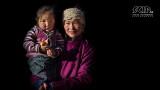 Mensen - Mongolië - Tuvan vrouw met dochter.jpg