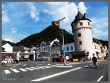 am Rhein mit Burg Kaltz