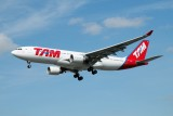 TAM Airbus A330-200 PT-MVM
