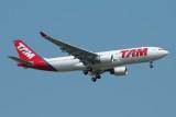 TAM Airbus A330-200 PT-MVU