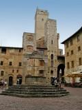 541 San Gimi 79 Piazza della Cisterna x.jpg