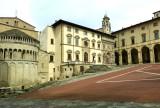 607 Arezzo Piazza Grande 2015.jpg