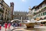 446 152 Verona Piazza delle Erbe.jpg