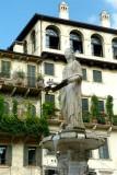 450 161 Verona Piazza delle Erbe.jpg
