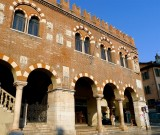 459 179 Verona Piazza delle Erbe.jpg