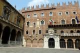 464 185 Verona Piazza Signori.jpg