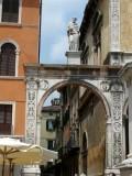 465 187 Verona 08 Piazza Signori.jpg