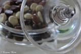 Glazen schaal met chocolade kruidnoten