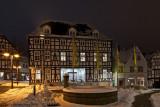 Rathausvorplatz mit Stadtbücherei