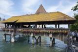 Le pont couvert Kapellbrücle,construit au 14-ième siècle. Il est le symbole de Lucerne.