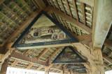 Sous le toit du pont, des peintures racontent l'histoire de Lucerne.