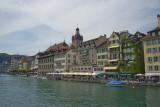 Beaucoup de restaurants sur les quais de la rivière Reuss.