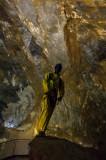 Maniqui de referencia dentro de la cueva
