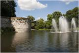 stadspark met wallen en fontein