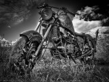 Vieille moto dans le champs_Old motor cycle in the field