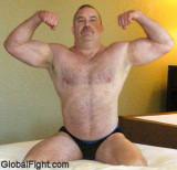 huge musclebear flexing.jpg