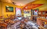 Yellow Canoe Cafe 47550-5