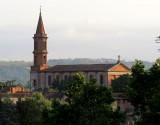 Une église au loin