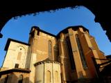 L'église sous les arcades