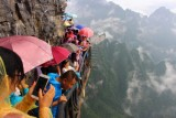 2015081164 Sheer drop Tianmen Shan.jpg