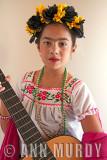 Melanie con su guitarra