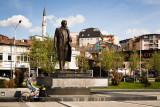 Ibrahim Rugova statue