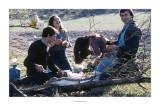 Abril 1981 · Vall del Roncal, Navarra. Michel, Lourdes, Mari Angels i Santiago. Hora de l'esmorzar.