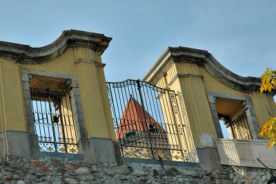 Palace Gate to Nowhere
