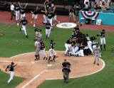 Marlins beat Giants in Game 4 after tag out at the plate by Pudge.