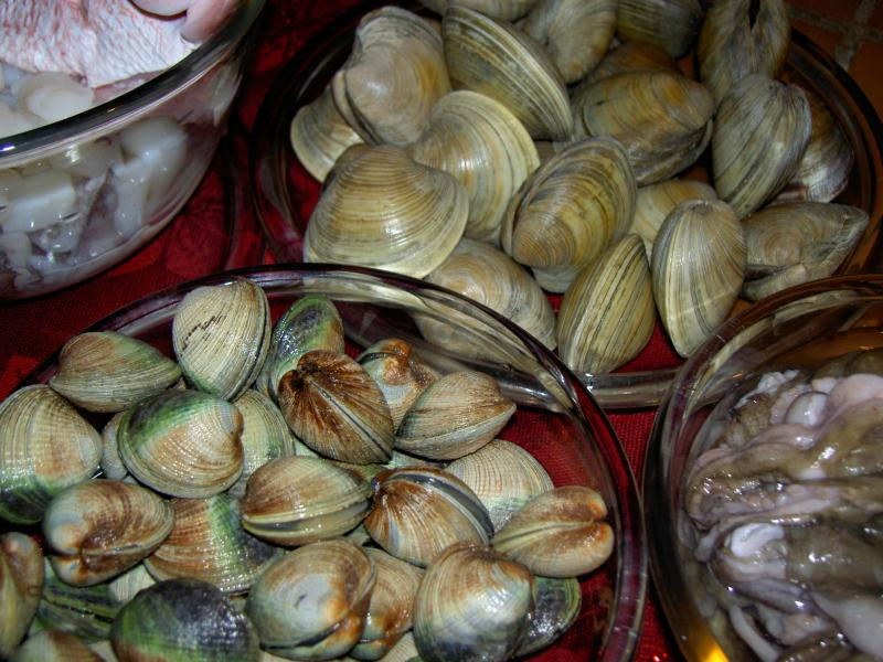 closeup of clams for zuppa
