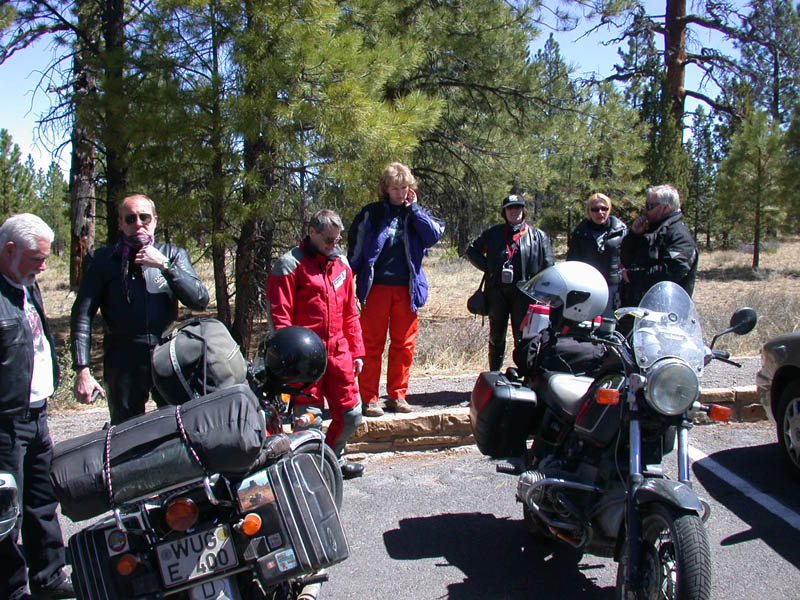 At Bryces Fairytale Canyon we chat wth some German moto-tourists