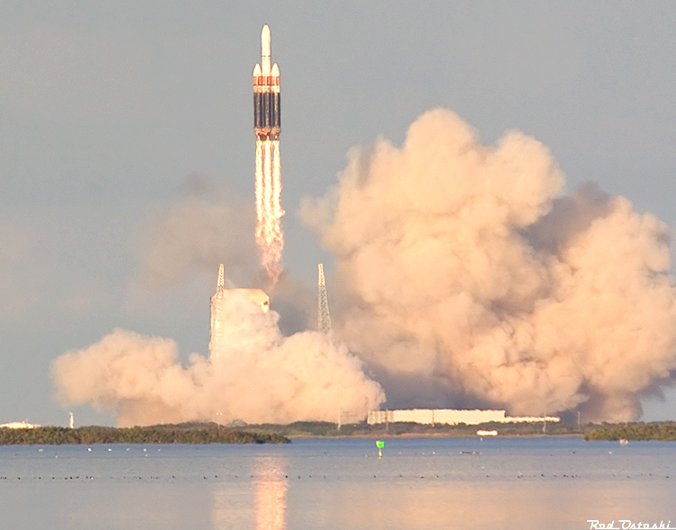 Delta 4 Heavy beyond the tower