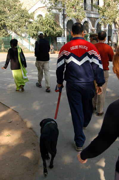 Policeman and bomb dog, Delhi