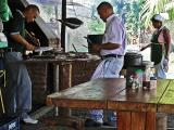 Good food and good service / Buena comida y buen servicio