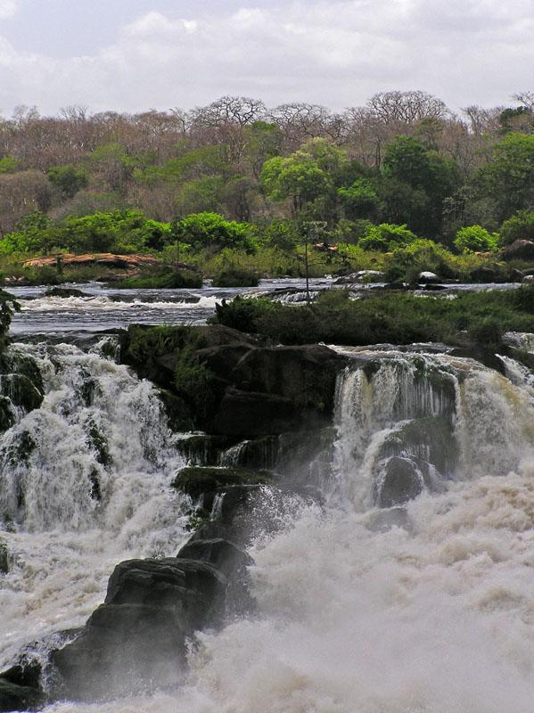 02-Apr-2005. Cachamay waterfalls / Cascadas Cachamay