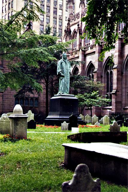 Cementerio entre edificios