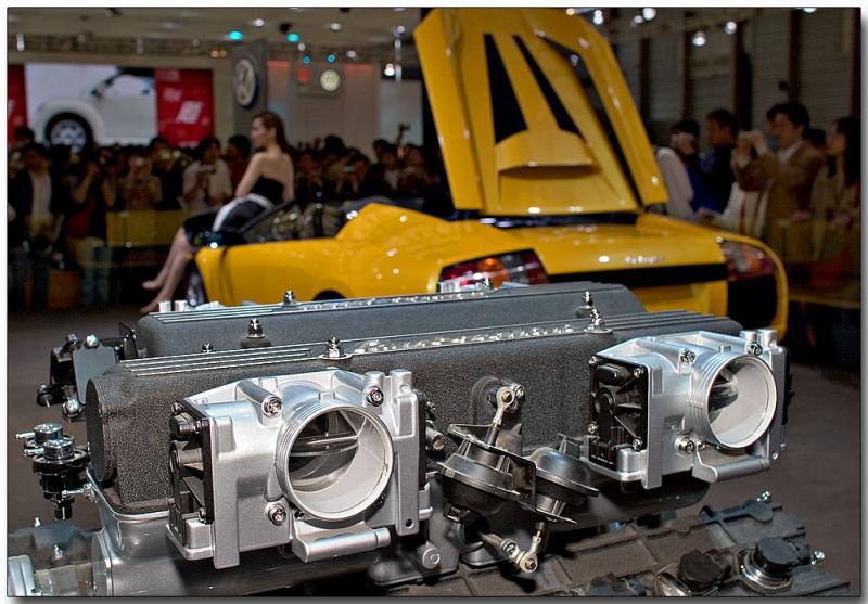 6.1 litre V12, wrapped in a yellow Lamborghini Diablo - Sweet