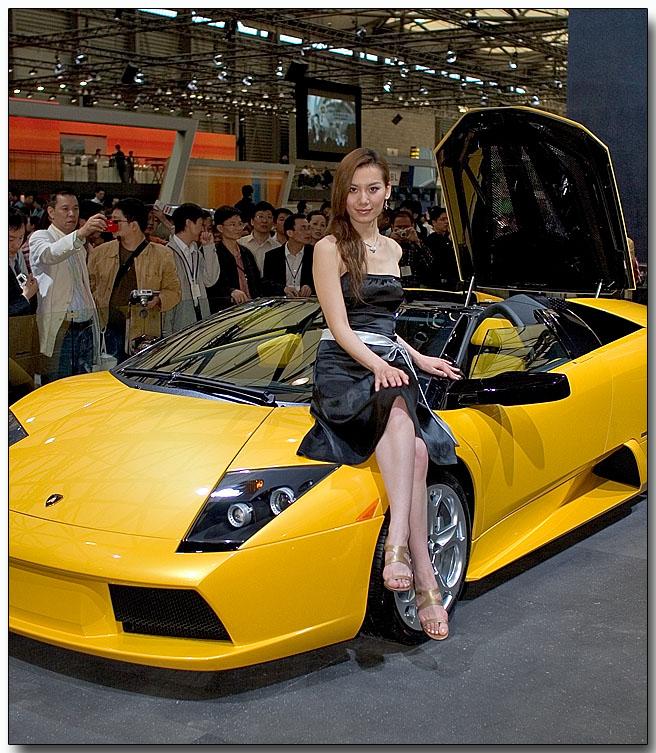 Auto Shanghai 2005 - Race Queen and a Lamborghini