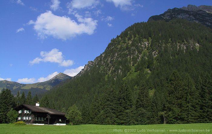 Kleinwalsertal - Gemsteltalwanderung (22.7.2002) - Das älteste Haus im Gemsteltal (stimmt es ???)